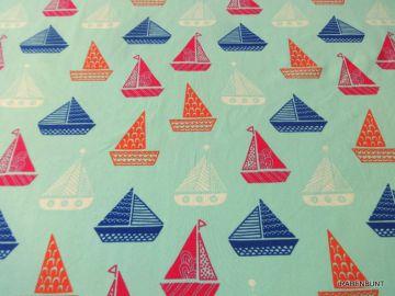 Baumwolljersey Segelschiff blau, 95% Baumwolle, 5% Elastan, 150cm breit. Für Bekleidung bestens geeignet.