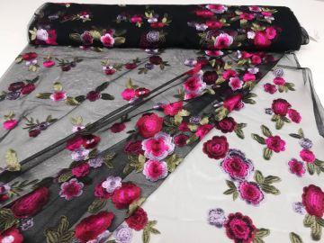 Leichter sommerlicher Chiffon Tyra, bestickt. 140cm breit, 100% Polyester 30°C Feinwäsche. Ökotext 100. Für Sommerblusen,Kleider,Röcke, Loops.