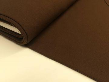 Ein schöner fester Sweatshirtstoff, braun. 95% Baumwolle, 5% Elastan. 140 cm breit. Waschen bis 30°C.